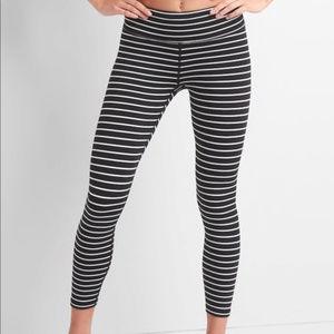 {GapFit} Blackout Stripe Black and White XS